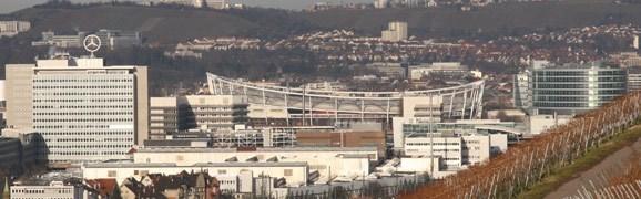 Stuttgart, Sicht auf Stadion und Mercedes-Benz