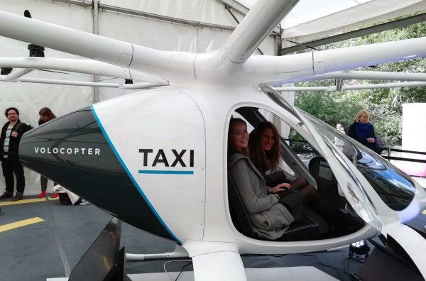 Studierende der HdM im Flugtaxi von Volocopter